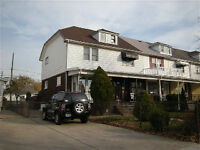 Charming 2 Bedroom Townhouse In Great Location!!!