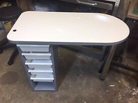 REM MANICURE TABLE