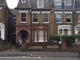 Double Bedsite to let, Fermepark Rd N4. fully furnished, all bills inclusive, except electric. 150pw