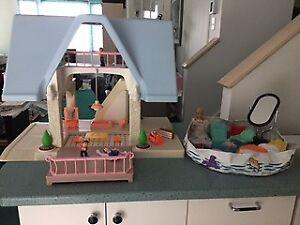 maison de poupee,meubles,barbi,piscine,figurines,memo