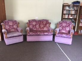 VGC, very comfortable lilac 1970s 2 seater settee & 2 armchairs, all on castors