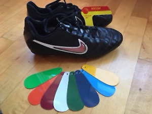 Soccer cleats - Nike - size 5 - team colours
