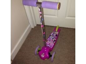 Minnie Mouse Move N Groove Scooter