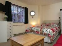 Colourful and Agreable Studio Apartment. 1 Bedroom. Serviced Apartment for Short Term Let.