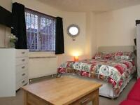 Colourful and Agreable 1 Bedroomed Studio Apartment, in Leafy South Manchester.
