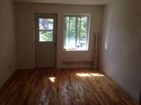 *** VERY BIG -- 4 1/2 -- in COTE DES NEIGES *** RENNOVATED ***