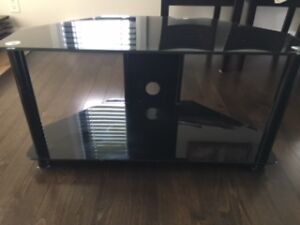 GLASS TV STAND / MEUBLE TV VERRE