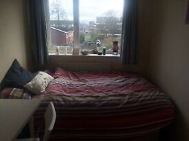 Surbiton - Double room in shared student house £450.00 p/mth