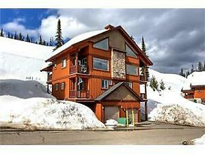 Luxury Ski In/Out Chalet at Big White-Sleeps 12