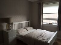 Large bright double room to let in main door house in Edinburgh West. Available Sep 9th 2018