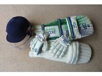 GM Gunn & Moore Youths Cricket Pads, Helmet & Gloves £42