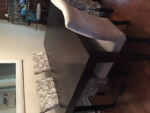 Decor friendly dining table and chairs