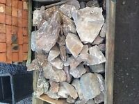 PALLET OF DECORATIVE GARDEN STONE