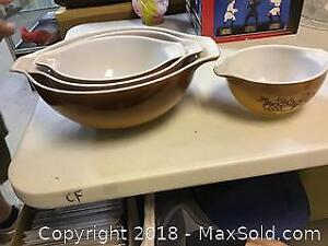 Lot Of 4 Pyrex Brown Ombre Fruits Nesting Bowls