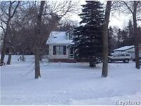 COUNTRY CHARMER HOME! PARK LIKE 1.4 ACRE/DREAM GARAGE! E.SELKIRK