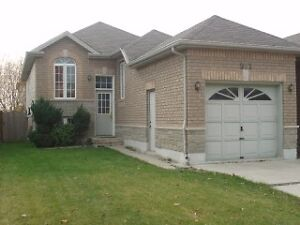 Beautiful 4bd Semi House – Talbot Trail District South Windsor