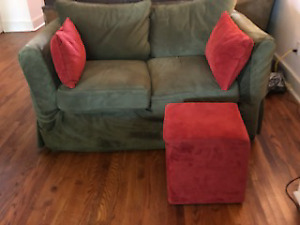Love Seat Plus Coordinating Ottoman/Pillows, Excellent Condition