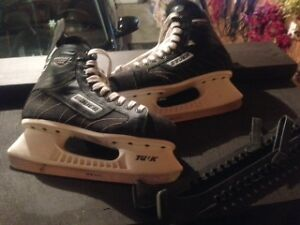 Boys Bauer 100 Hockey Skates for Sale