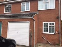 Lovely 3 Bedroom house ideal for Professionals- 10 mins to city centre