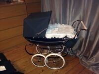 Beautiful children's doll silver cross pram in Navy. Excellent condition.