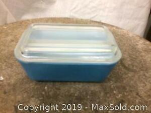 Vintage Pyrex refrigerator covered dish
