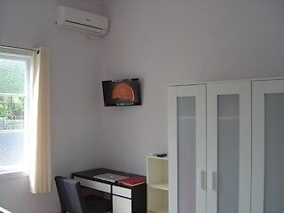 beautiful single room w A/C,fridge,TV, near Southbank UQT,UQ Woolloongabba Brisbane South West Preview