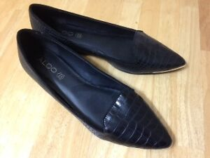 ALDO BLACK AND GOLD FLATS BARELY-WORN SIZE 11