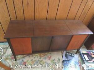 Vintage Cabinet Stereo-C