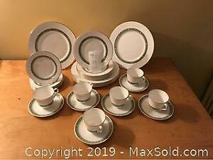 Royal Doulton Rondelay pattern Dinner Set