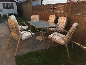 7piece dining set with cushions