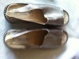 Ladies Cushion-flex Shoes/Sandals size 3