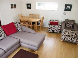 MAWGAN PORTH - FAB BEACH LOCATION - 2 BED BUNGALOW - VERY SPACIOUS AND MODERN