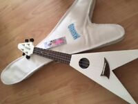 Mahalo Flying style Ukulele White incl. case