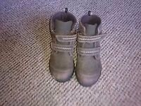 boys shoes size 7g from clarks
