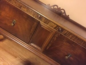 SOLID WOOD ANTIQUE CHEST