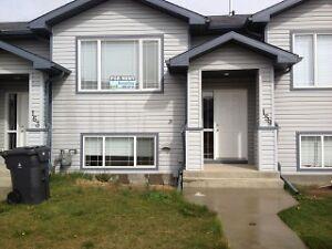For Rent: 4 Bedroom Townhouse (159 Blackfoot Blvd W)