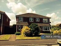 3 bedroom house in Weates Close, Widnes, WA8 (3 bed)