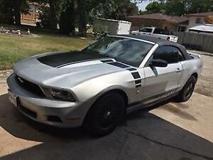 2010 MUSTANG CONVERTIBLE/MANY EXTRAS/LOW KM'S/TRADE??