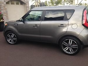 Kia Soul SX !! LEATHER! LOW KMS !