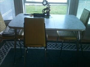 Retro Chrome Kitchen Table and 4 Chairs
