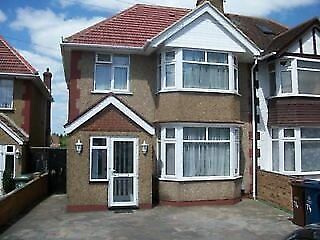 Single room,in south harrow, in clean shared freindly hse,5 mins walk to trains,busses,shops