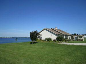 Beach House on Brackley Bay-Sunsets and Superior Location