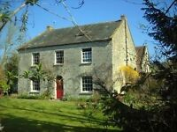 Attractive Top Floor Flat to rent in old farmhouse near Pilton