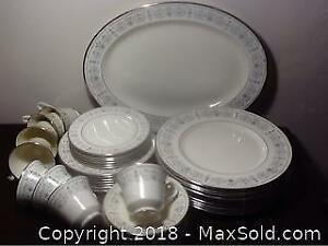 Mintons Beaumaris Dinner Plates And Teacups