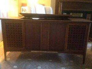 Mid Century Stereo/Radio for Sale