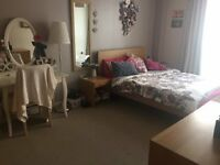 Harbourside en suite double room with shared parking