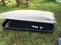 Mont Blanc 450 Roof Box, Used - Excellent condition, silver, fully lockable-2 keys and all fixings