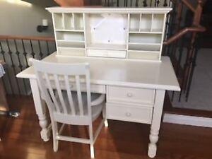 3 Piece Desk Set in Antique White