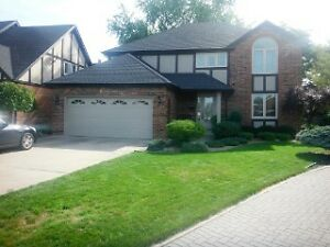 FULLY UPDATED 2650 SQ FT 4 BED, 3.5 BATHS, 2 STY