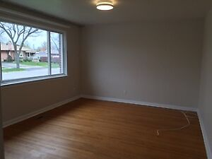 {{BEAUTIFUL MAIN LEVEL FULLY UPGRADED 3 BED HOME}}
